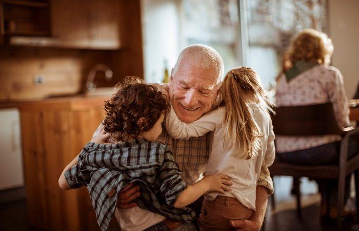 Los nietos son los rayos de sol de sus abuelos
